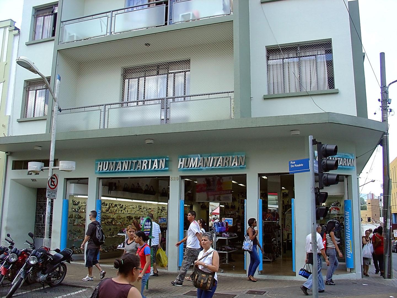 b9f898f36 Completa revitalização de uma das lojas da rede Humanitarian Calçados no  centro de Jundiaí, interior de São Paulo. humanitarian_jundiai000